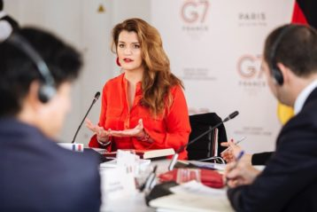 Marlène Schiappa face à la presse lors du sommet du G7 à Paris