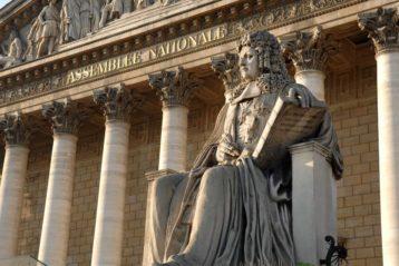 Devanture du palais du Bourbon, siège de l'Assemblée nationale française.